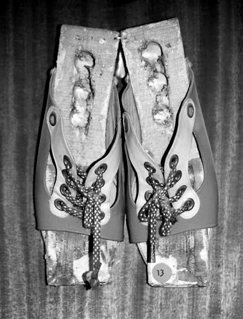 customs-shoes