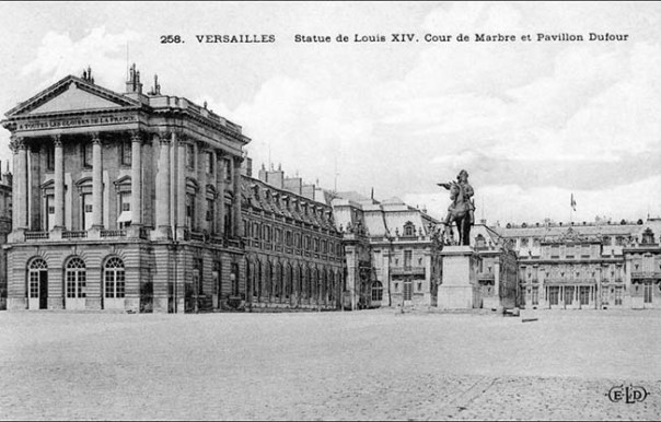 Equestrian statue of Louis XIV at Versailles2s