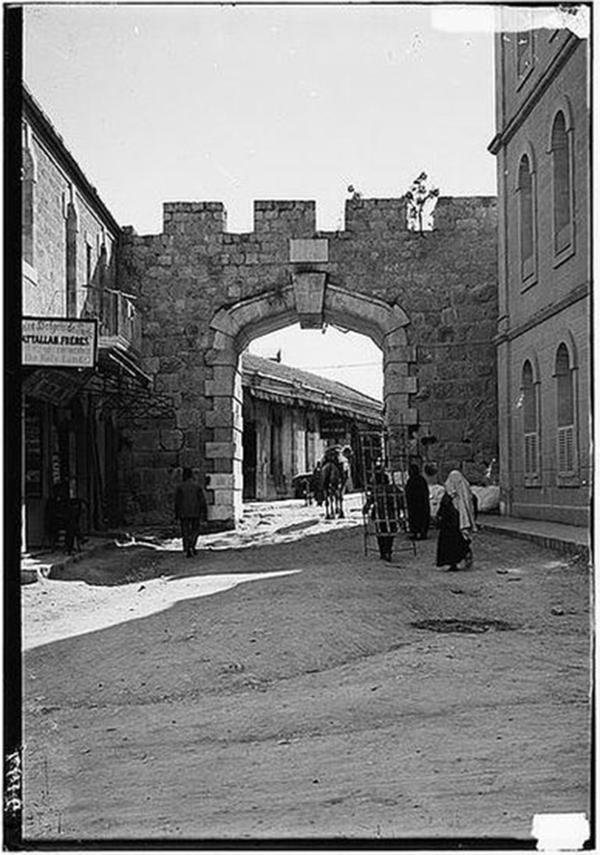 400px-Jerusalem-new_gate.jpg